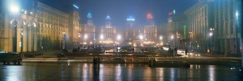 Ano novo na capital de Ucrânia - enevoe, chova Imagem de Stock