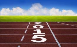 Ano novo 2015 no conceito da pista de atletismo com céu azul Foto de Stock