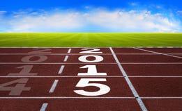 Ano novo 2015 no conceito da pista de atletismo com céu azul fotografia de stock