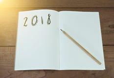 Ano novo 2018 no livro de nota do papel vazio imagem de stock