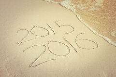 Ano novo para 2016 escrito na areia, o ano novo 2016 é concep de vinda Imagem de Stock