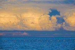 Anoitecer do lago Qinghai fotos de stock royalty free