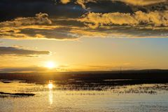 Anoitecer do lago Qinghai imagens de stock royalty free