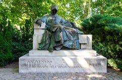 Anoniem standbeeld in Boedapest, Hongarije stock foto