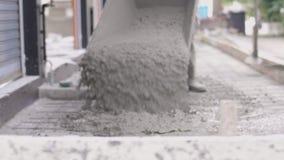 Anonimowi Pracownicy zalewajÄ… beton do pracy w korzeniach, zbiory