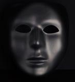 Anonimowy czerni maski sterczenie od smoły czerni tła zdjęcia stock