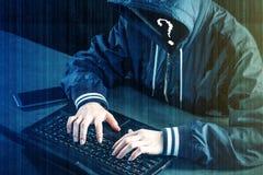 Anonimowy hacker używa laptop siekać system Tworzenie i infekcja złośliwy wirus Pojęcie cyber przestępstwo obraz royalty free
