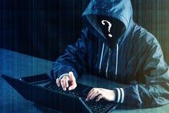 Anonimowy hackera programista używa laptop siekać system Kraść osobistych dane Infekcja złośliwy wirus fotografia stock