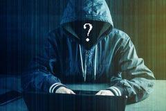 Anonimowy hackera programista używa laptop siekać system Kraść osobistych dane Pojęcie cyber przestępstwo obraz royalty free