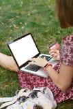 Anonimowy kobieta zakupy w internecie Obraz Stock