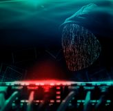 Anonimowy komputerowy hacker z kapiszonem zdjęcie royalty free
