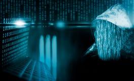 Anonimowy komputerowy hacker z kapiszonem fotografia royalty free