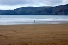 anonimowy plażowy pary silouhette odprowadzenie Obrazy Stock