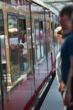 anonimowych pasażerów taborowy czekanie Obrazy Royalty Free