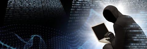 Anonym en hacker med den binära manöverenheten för datorkod Royaltyfri Fotografi