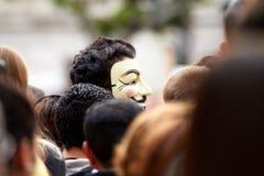 Anonymt i mitt av folkmassan royaltyfria bilder