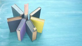 Anordnung für alte Bücher, Stockfotos