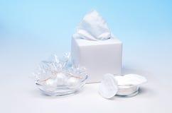 Anordnung für Produkte der persönlichen Hygiene 2 Stockbilder