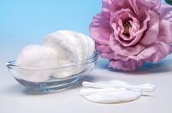Anordnung für Produkte der persönlichen Hygiene 7 Stockfoto