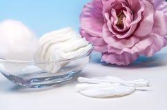 Anordnung für Produkte der persönlichen Hygiene 6 Stockfotos