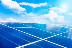 Anordnung für Solarenergieproduktionsanlage stockfotografie