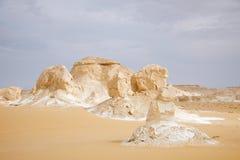 Anordnung schaukelt in die weiße Wüste, Ägypten Lizenzfreie Stockfotografie