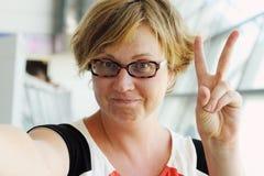 35 anos bonitos da mulher adulta Imagens de Stock