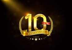 10 anos de aniversário com a fita dourada da grinalda do louro Imagens de Stock