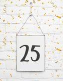 25 anos de cartão velho da festa de anos com número vinte cinco com vão Imagem de Stock Royalty Free