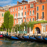 300 anos de fachada venetian velha do palácio do canal grandioso Imagem de Stock Royalty Free