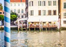 300 anos de fachada venetian velha do palácio do canal grandioso Imagens de Stock