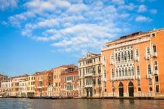 300 anos de fachada venetian velha do palácio do canal grandioso Foto de Stock