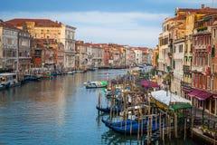 300 anos de fachadas venetian velhas do palácio do canal grandioso Imagens de Stock Royalty Free