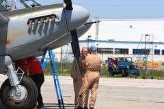 90 anos de mosquito legendário de Havilland do voo piloto velho de WWII em Hamilton SkyFest 2014 Fotografia de Stock