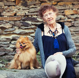 90 anos de passeio da mulher adulta Fotografia de Stock Royalty Free
