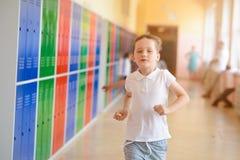7 anos felizes da corrida velha da estudante extraescolar Foto de Stock