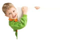 6 anos felizes do menino que guarda um suspiro Imagens de Stock Royalty Free