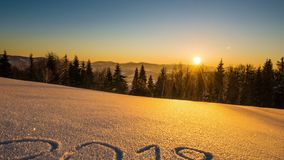 2018 anos, montanha do inverno do nascer do sol vídeos de arquivo