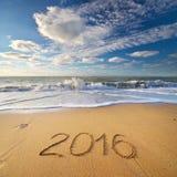 2016 anos na costa de mar Fotografia de Stock Royalty Free