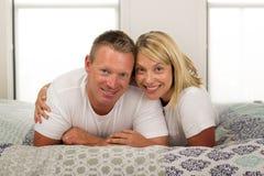 Anos românticos bonitos e brilhantes novos de s velho dos pares 30 a 40 Imagem de Stock Royalty Free