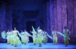 Anos- verdes em segundo do ato de eventos do drama-Shawan da dança do passado Fotos de Stock Royalty Free