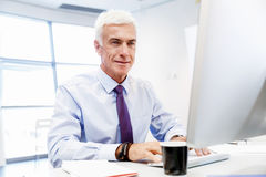 Another office day in front of computer Royalty Free Stock Photos