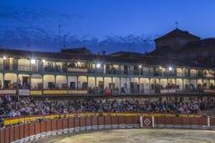 Anpassade den fyrkantiga borgmästaren för plazaen av Chinchon som en tjurfäktningsarena, Spanien Royaltyfri Fotografi