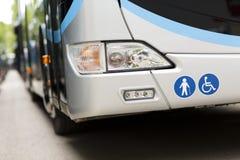 Anpassade en buss för att transportera rörelsehindrade personer Royaltyfria Foton