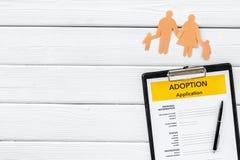Ansökningsblankett för adopterar upp barnet på vit åtlöje för den bästa sikten för bakgrund royaltyfri foto