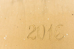 2016 ans écrits sur le sable de plage Image stock
