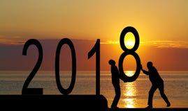 2018 ans et homme de silhouette Photographie stock libre de droits