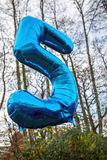 5 ans montent en ballon aujourd'hui Photo stock