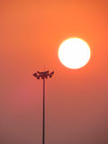 Ansagensystem in einem Stadion während des Sonnenuntergangs Stockfotografie
