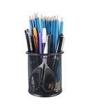 Ansammlung Bleistifte, Federn und Markierungen Stockfoto